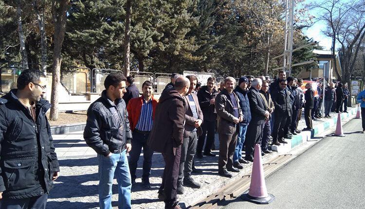 تجمع اعتراضی کارگران روغن جهان مقابل استانداری زنجان در اعتراض به عدم پرداخت مطالبات