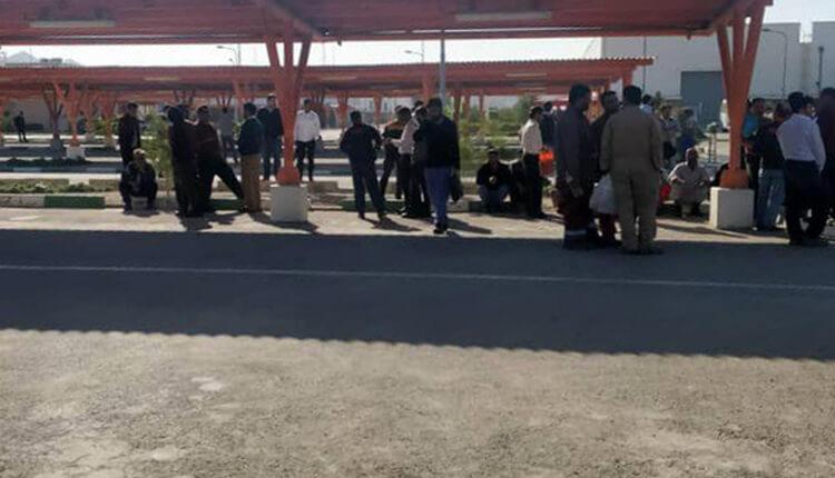 ادامه تجمع اعتراضی کارگران فاز ۱۲ پارس جنوبی در اعتراض به عدم پرداخت حقوق و مطالبات