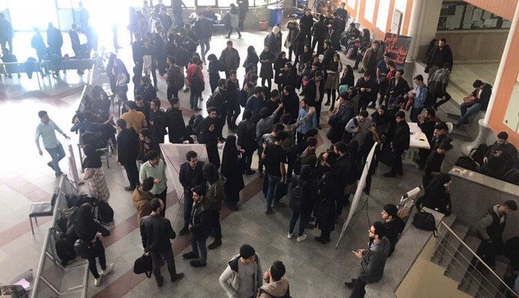 تجمع اعتراضی دانشجویان دانشگاه خواجه نصیر در اعتراض به وضعیت صنفی دانشگاه