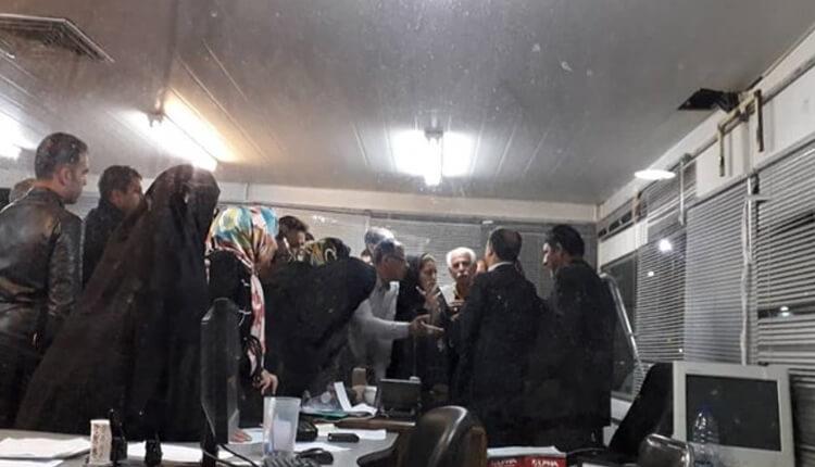 تجمع اعتراضی غرفهداران نمایشگاه توانمندیهای بانوان در مشهد