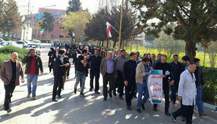 تجمع اعتراضی پرستاران دانشگاه علوم پزشکی بابل در اعتراض به پرداخت نشدن مطالباتشان