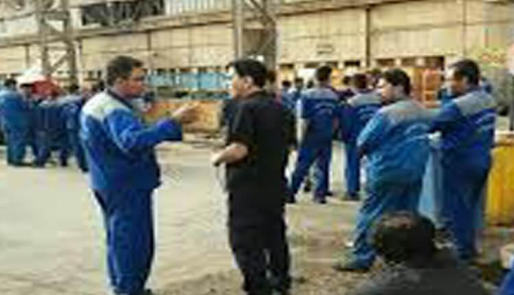 تجمع اعتراضی کارگران کارگاه مرکزی پالایشگاه آبادان در اعتراض به معوقات