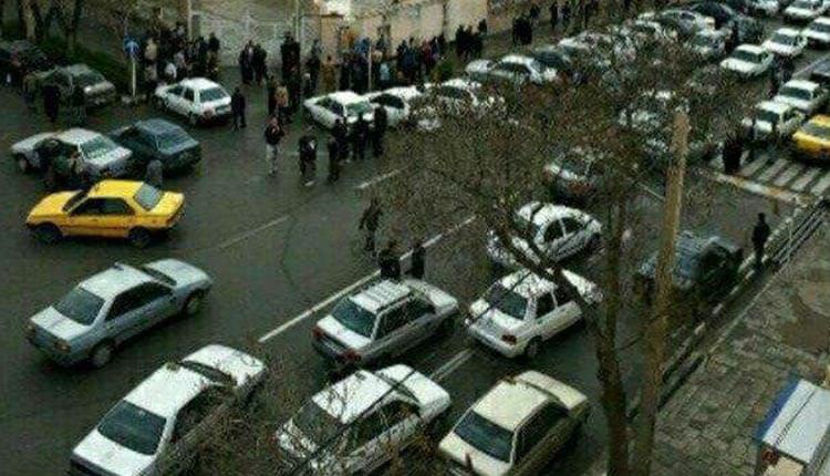 تجمع رانندگان تاکسی تلفنی شهرستان سقز مقابل ساختمان شهرداری