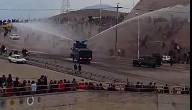 درگیری بین مردم و نیروهای ضد شورش در ورزشگاه سهند تبریز