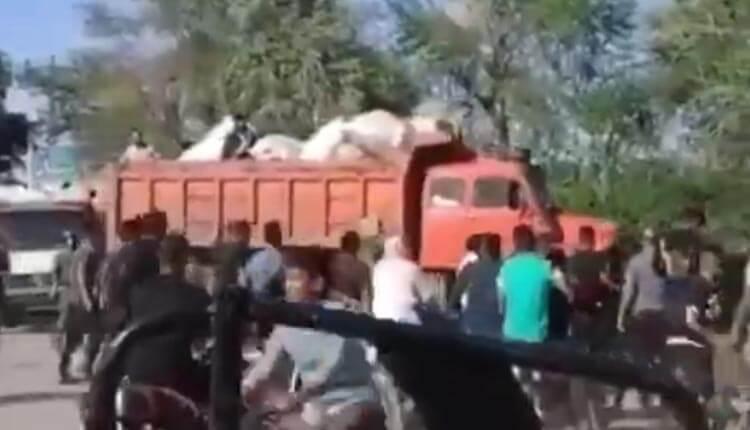 سرقت كمك های مردمی به سيلزدگان توسط ایادی سپاه و کارگزاران حکومتی رژیم آخوندی