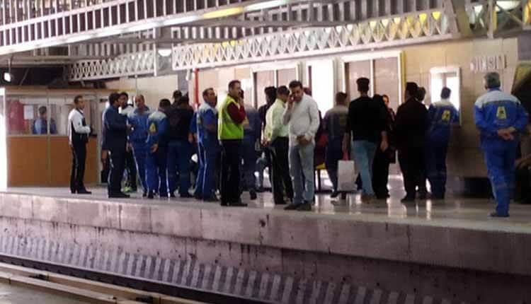 کارگران خدماتی خط یک قطار شهری، در اعتراض به پرداخت نشدن مطالبات مزدی تجمع برگزار کردند