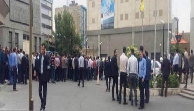 تجمع اعتراضی جمعی از کارکنان متروی تهران دراعتراض به پیمانی شدن