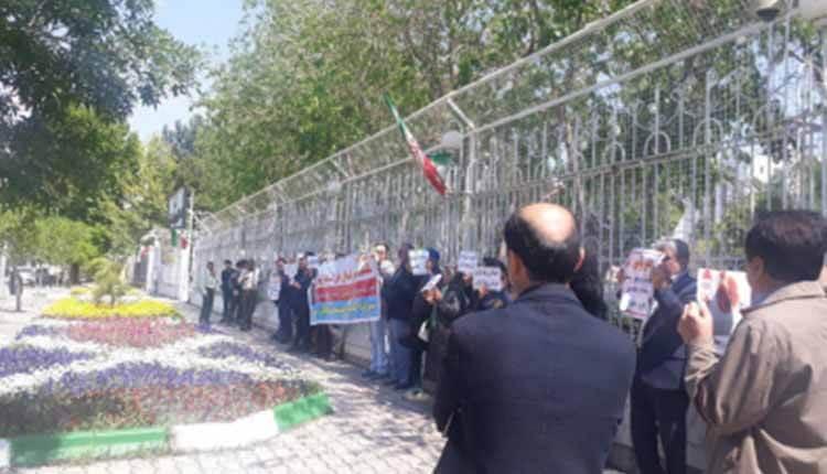 تجمع غارت شدگان بدر طوس در مقابل استانداری رژیم در مشهد