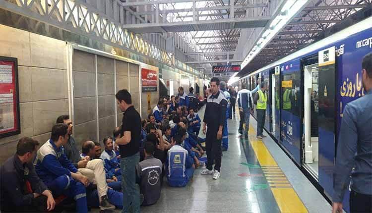 تجمع کارکنان شرکت بهره برداری مترو تهران در اعتراض به عدم پرداخت حقوق
