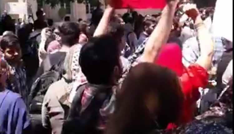 دانشجویان دانشگاه تهران دراعتراض به اجرای طرح های حجاب و عفاف