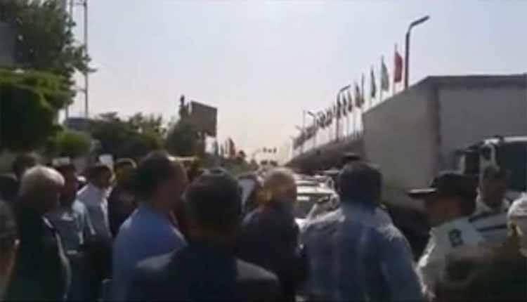 غارت شدگان شرکت سایپا دیزل در مقابل شرکت تجمع اعتراضی برگزار کردند