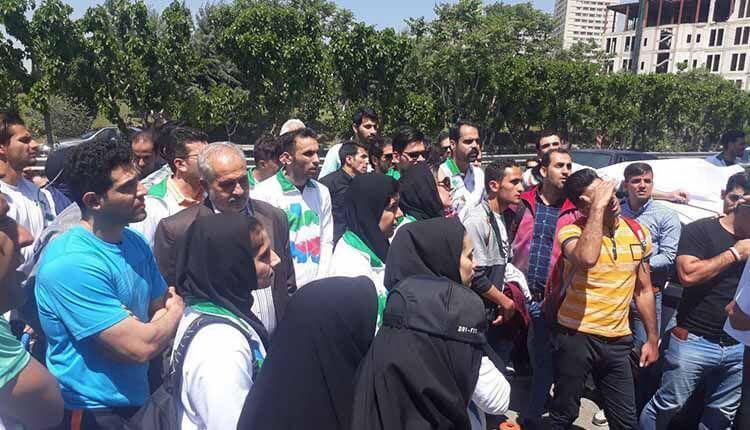 مدال آوران بازیهای آسیایی مقابل وزارت ورزش رژیم تجمع اعتراضی برگزارکردند