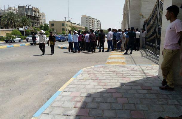 مردم دهستان شمیل در اعتراض مقابل استانداری هرمزگان تجمع اعتراضی برگزار کردند