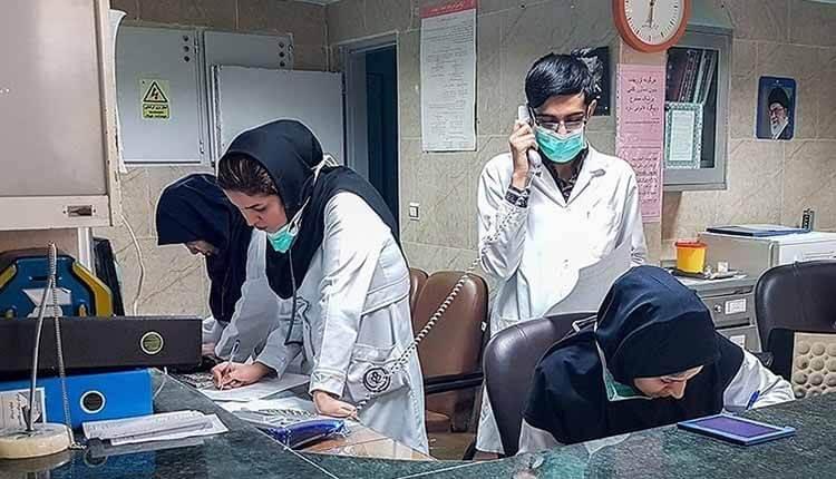 پرستاران بیمارستان آزادی به عدم دریافت اضافهکاری و کارانه دست به تجمع زدند