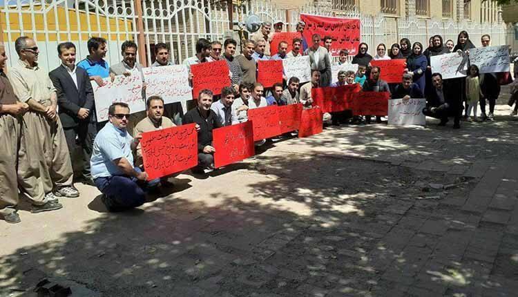 تجمع معلمان آزاده مریوانی در حمایت از معلم زندانی محمد حبیبی