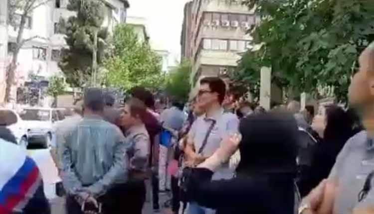 خریداران خودروهای ثبت نامی از شرکت رامک خودرو تجمع اعتراضی برگزار کردند