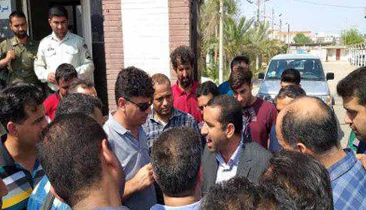 کارگران شرکت ایرکست شاونبرگ ماهشهر در اعتراض به حقوق معوقه تجمع کردند