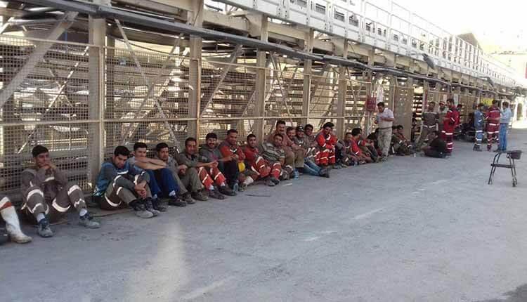 کارگران معدن کانی سیب در اعتراض به پرداخت نشدن حقوق تجمع اعتراضی برگزار کردند
