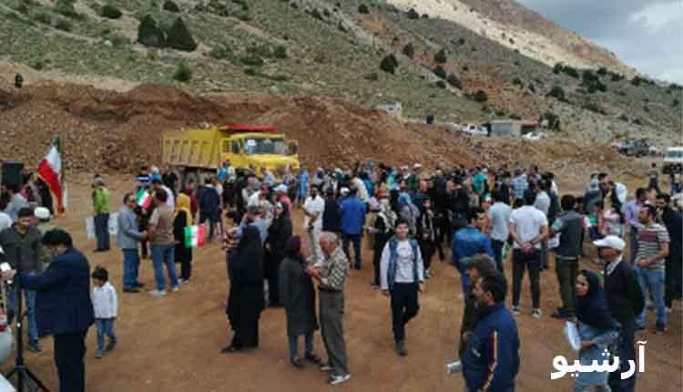 تجمع اعتراضی معترضین به ادامه فعالیت معدن بوکسیت تاش