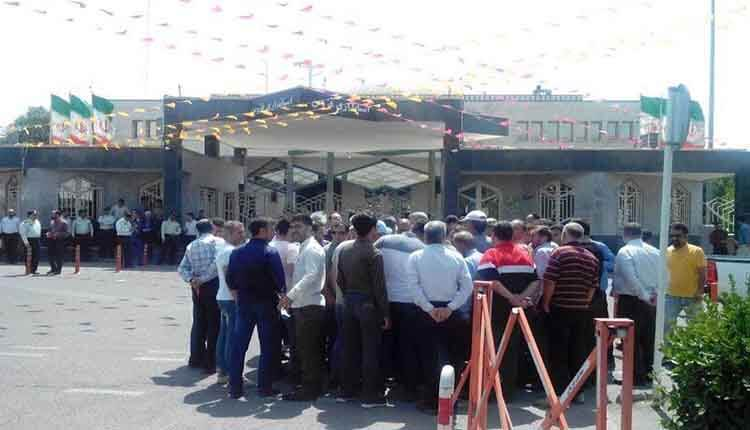 تجمع احتجاجي لعمال شركة «قزوين» لإنتاج العدادات احتجاجًا على عدم دفع رواتبهم