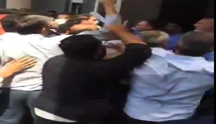تجمع کارکنان خشمگین مراکز بهداشت شهرستان های خوزستان در اهواز