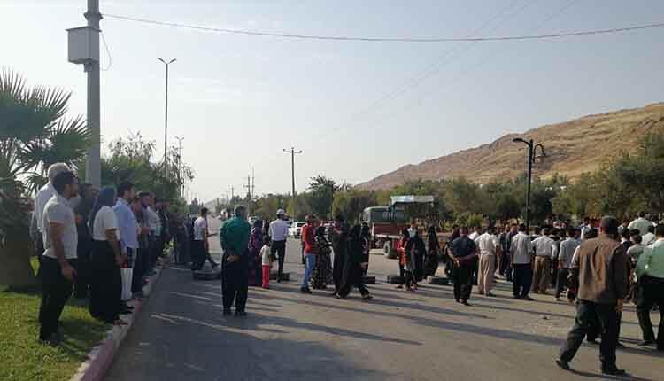 درگیری زلزله زدگان در اعتراض به قطع برق کانکس ها و چادرهای زلزله زدگان در سرپل ذهاب