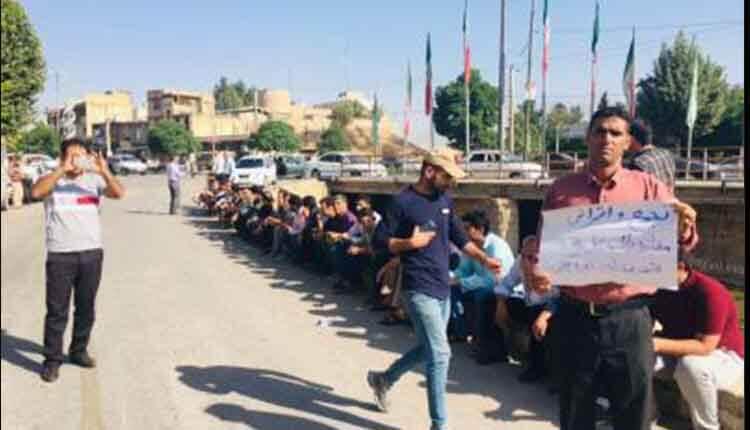 اعتصاب مغازه داران سیل زده شهرستان دوره چگنی