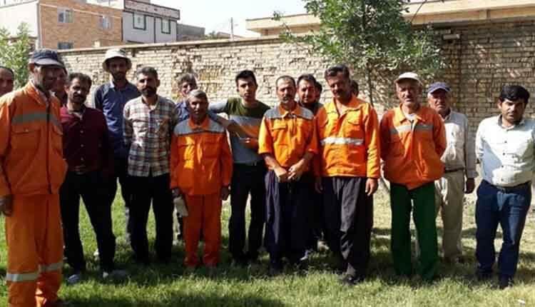 کارگران خدماتی شهرداری «اردل» در اعتراض به معوقات مزدی خود تجمع کردند