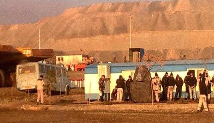 کارگران شرکت بهاوند باراد در معدن چادرملو دسن به اعتصاب و تجمع زدند