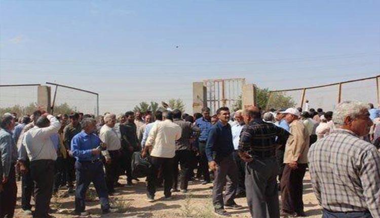 تجمع اعتراضی کشاورزان در مقابل نیروگاه اسلامآباد اصفهان