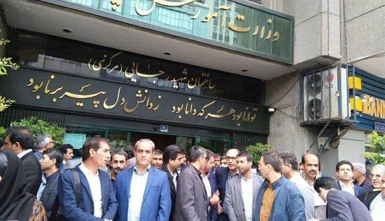 تجمع اعتراضی معلمان خارج از کشور نسبت به عدم پرداخت مطالبات