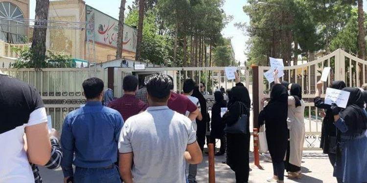 تجمع اعتراضی صاحبان و کارکنان خانههای بازیهای کامپیوتری