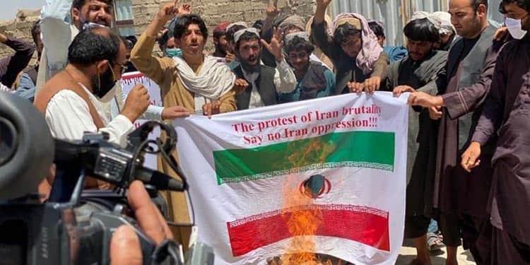حمله جوانان حزب همبستگی افغانستان به سفارت رژیم ایران