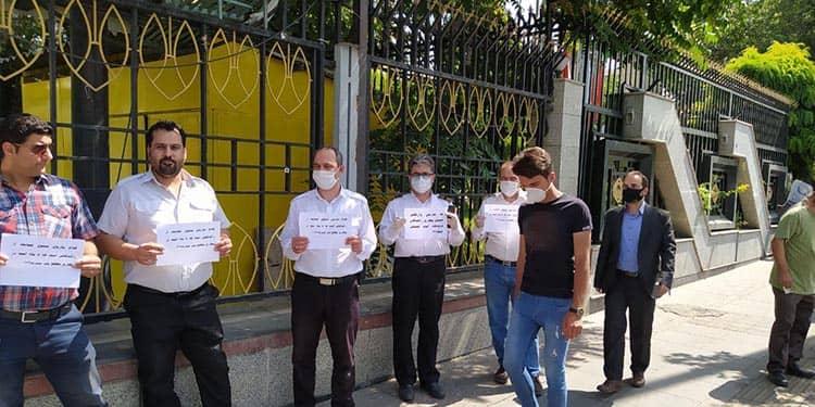تجمع اعتراضی رانندگان سواری فرودگاهی در تهران