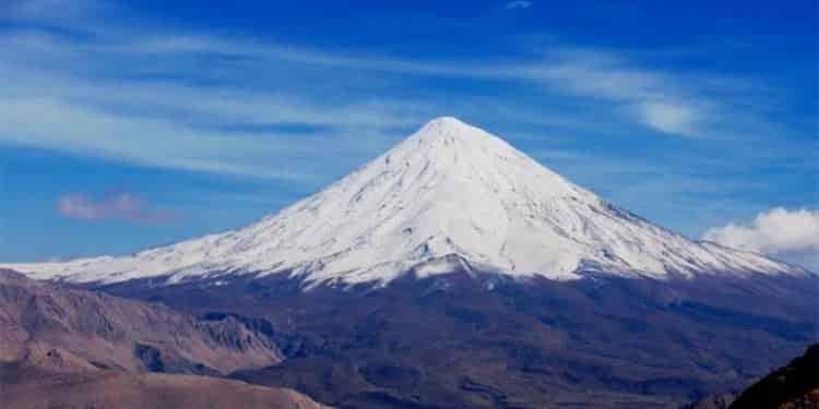 چه کسی زودتر به قله دماوند صعود میکند؟!