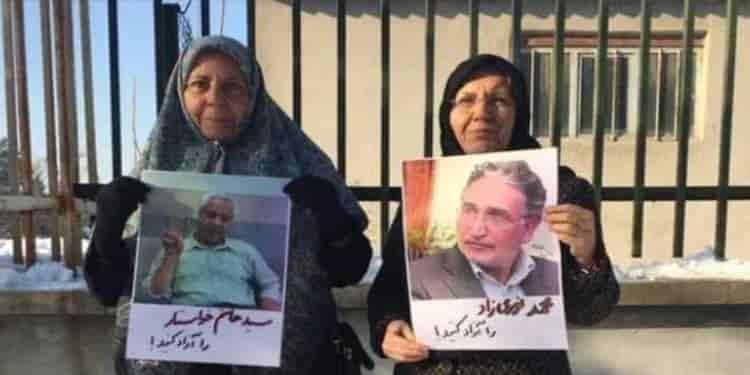 تجمع اعتراضی مقابل زندان وکیلآباد مشهد