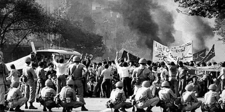 انقلاب ضدسلطنتی از کجا و چگونه آغاز شد؟